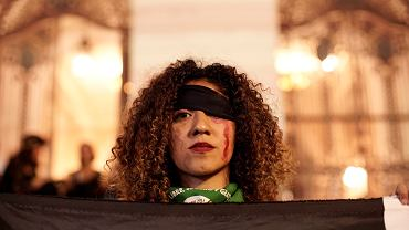 Kobiety wykonujące 'Un violador en tu camino'.