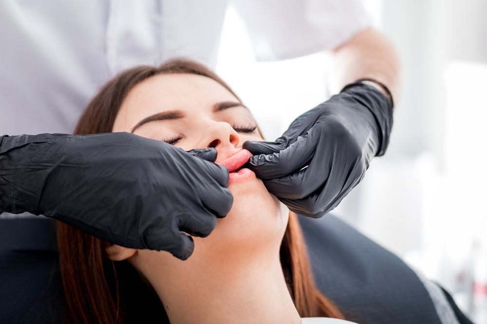 Kobiety w Rosji fundują sobie przerażający zabieg medycyny estetycznej. To usta ośmiornicy