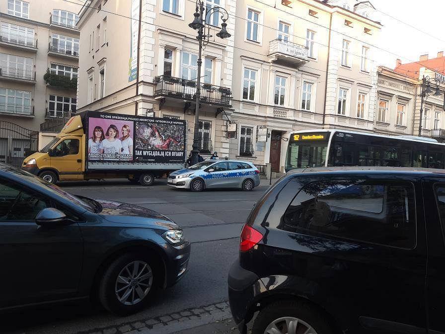 Obywatelskie zatrzymanie na ul. Piłsudskiego w Krakowie. Zdjęcie: Spółdzielnia Praktyk Wywrotowych