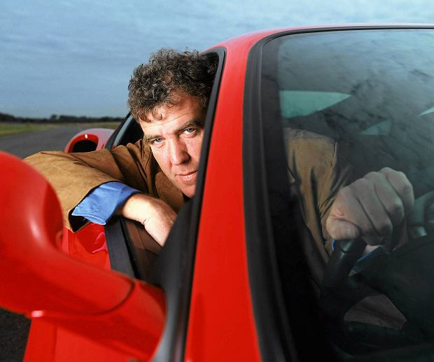 TOP GEAR  Picture Shows: Jeremy Clarkson. TX:BBC TWO Sunday 20 October 2002  Top Gear is back - and so is Jeremy Clarkson!  The programme returns having been given a complete review, overhaul and two new co-presenters Jason Dawe and Richard Hammond. After a break of almost four years Jeremy Clarkson is back on television's top motoring show. WARNING: This copyright image may be used only to publicise current BBC programmes or other BBC output. Any other use whatsoever without specific prior approval from the BBC may result in legal action.  SLOWA KLUCZOWE: MEDIA SYTUACYJNE MOTORYZACJA ROZRYWKA