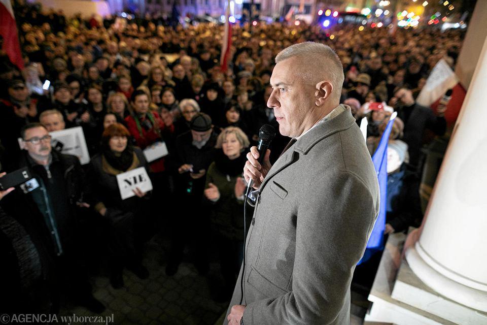 Grudzień 2019. Roma Giertych przed Sądem Okręgowym w Lublinie. Demonstracja przeciwko 'ustawie kagańcowej'