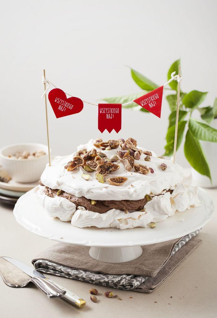Doskonały tort bezowy z kremem czekoladowym i figami