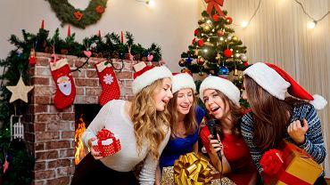 Piosenki świąteczne możemy usłyszeć w radiu już na początku grudnia. Zdjęcie ilustracyjne