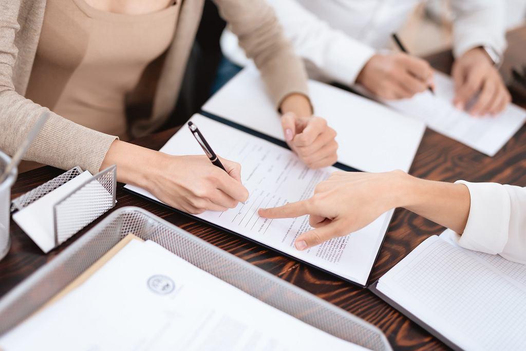 Jeśli małżonkowie chcą się rozwieść, muszą złożyć do sądu pozew o rozwód.