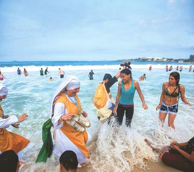 28 lipca. Uczestniczki spotkania młodych z papieżem na plaży Copacabana