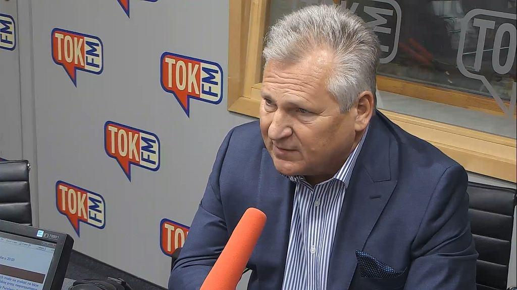 Aleksander Kwaśniewski w studiu TOK FM.