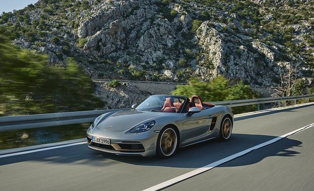 Porsche Boxster ma już ćwierć wieku. Z tej okazji powstała specjalna wersja roadstera [WIDEO]