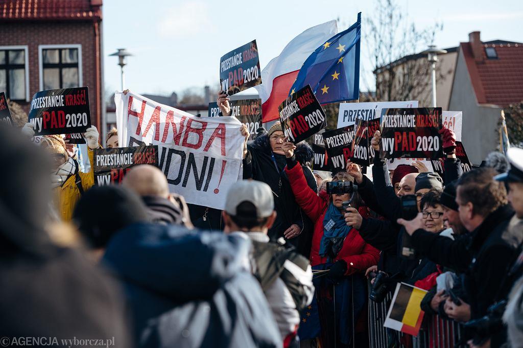 Manifestacja podczas obchodów 100. rocznicy zaśubin Polski z morzem (z udziałem prezydenta RP Andrzeja Dudy. Puck, 10 lutego 2020