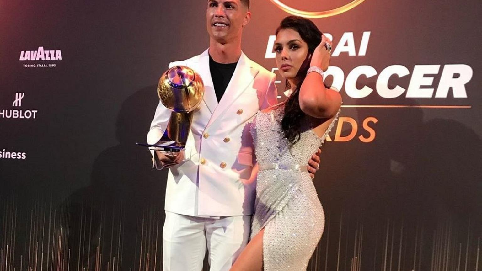 Cristiano Ronaldo utrzymuje swoją partnerkę. Ile
