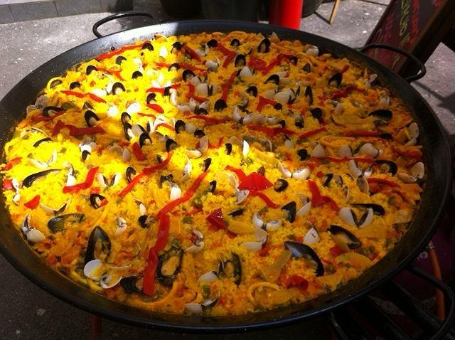 Paella według przepisu tapas baru Mojo Picón / fot. Mojo Picón