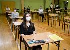 """Próbne matury 2021 i egzamin ósmoklasisty. """"Uczniowie będą odpowiadali normalnie w szkole"""" [TERMINY, ZASADY]"""