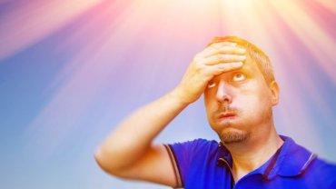 Ból głowy w upał to nie przelewki. Moze zwiastować groźny dla życia udar