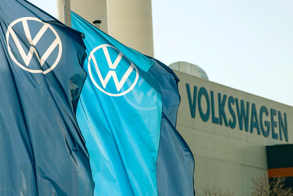 Przed fabryką Volkswagena