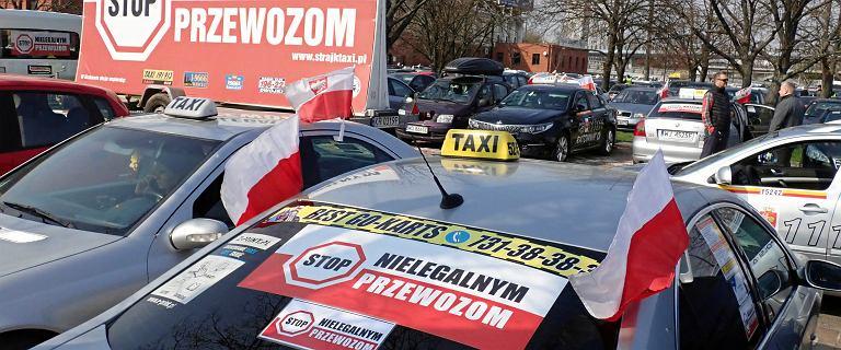 Protest taksówkarzy w Warszawie. W środę i czwartek będą protestowali przed siedzibą PiS