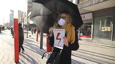 Protest przeciwko projektowi Kai Godek w Poznaniu.
