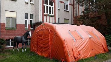 Namiot oddziału zakaźnego dla dzieci