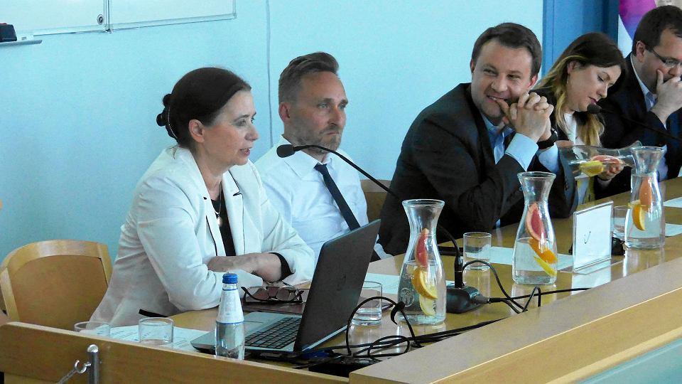 Mówię otwarcie: Nam zależy na Ukraińcach w Opolu - deklarował podczas debaty prezydent miasta Arkadiusz Wiśniewski (na zdj. trzeci od lewej)