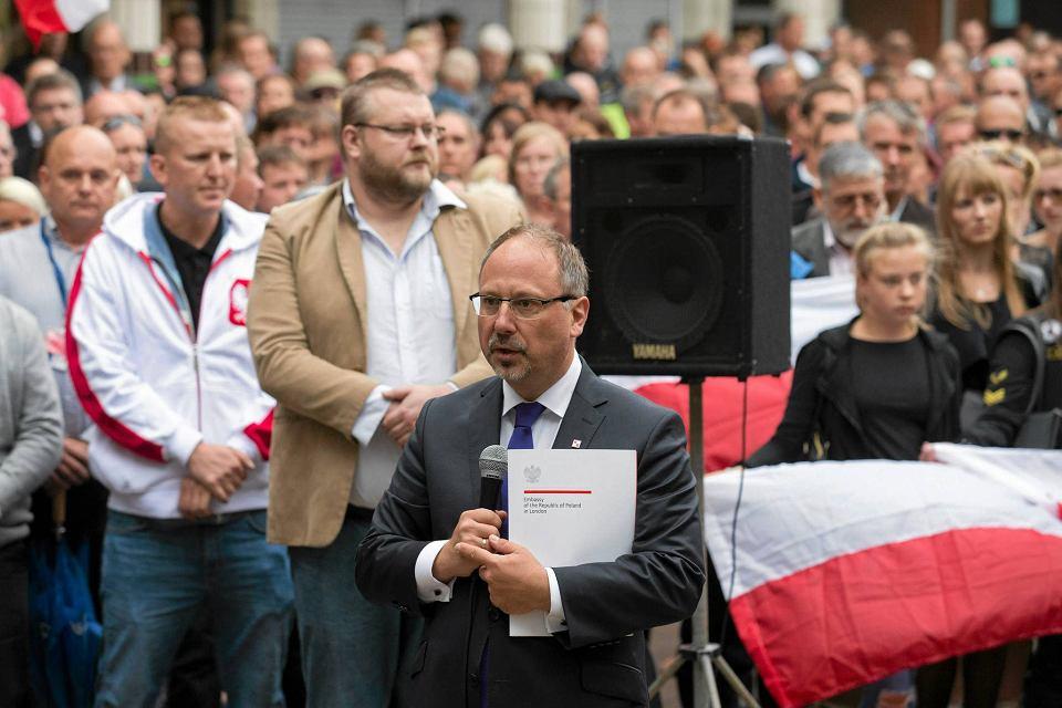 Arkady Rzegocki, nowy ambasador w Londynie, podczas marszu upamiętniającego Polaka zabitego w Harlow. Rozpoczął działalność publiczną przed złożeniem listów uwierzytelniających u królowej