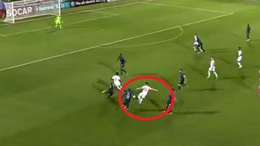 Akcja Phila Fodena w meczu Anglia - Francja na Euro U-21