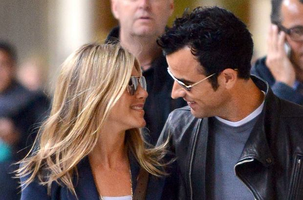 Rep 359746 Paris/France June 11th, 2012 Non Exclusive Jennifer Aniston and Justin Theroux spend a few days in Paris. They're seen here walking Near the Palais Royal.  Jennifer Aniston;Justin Theroux