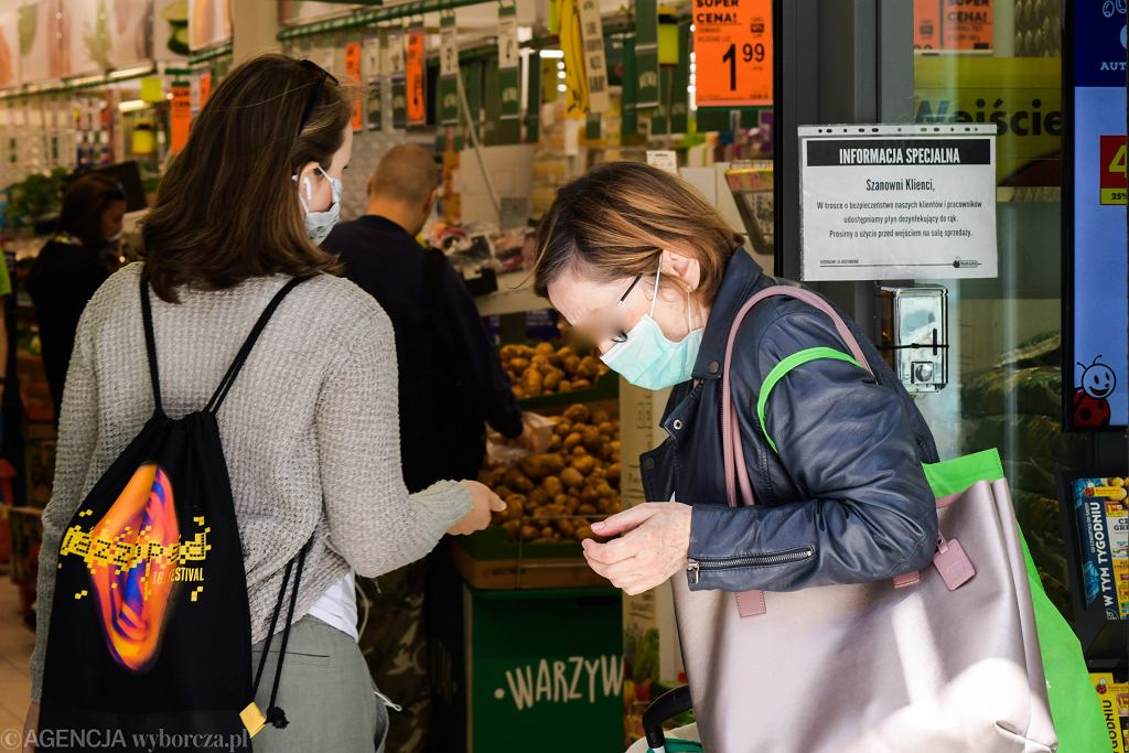 Ministerstwo Zdrowia apeluje o nieobsługiwanie klientów bez maseczek