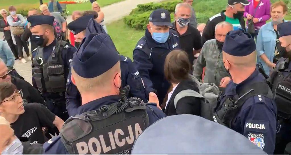 Interwencja policji podczas wiecu w Dębicy