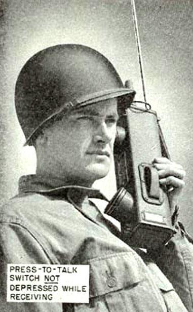 Walkie-talkie model SCR536 zwano handie-talkie, bo można było 'mówić do dłoni'.