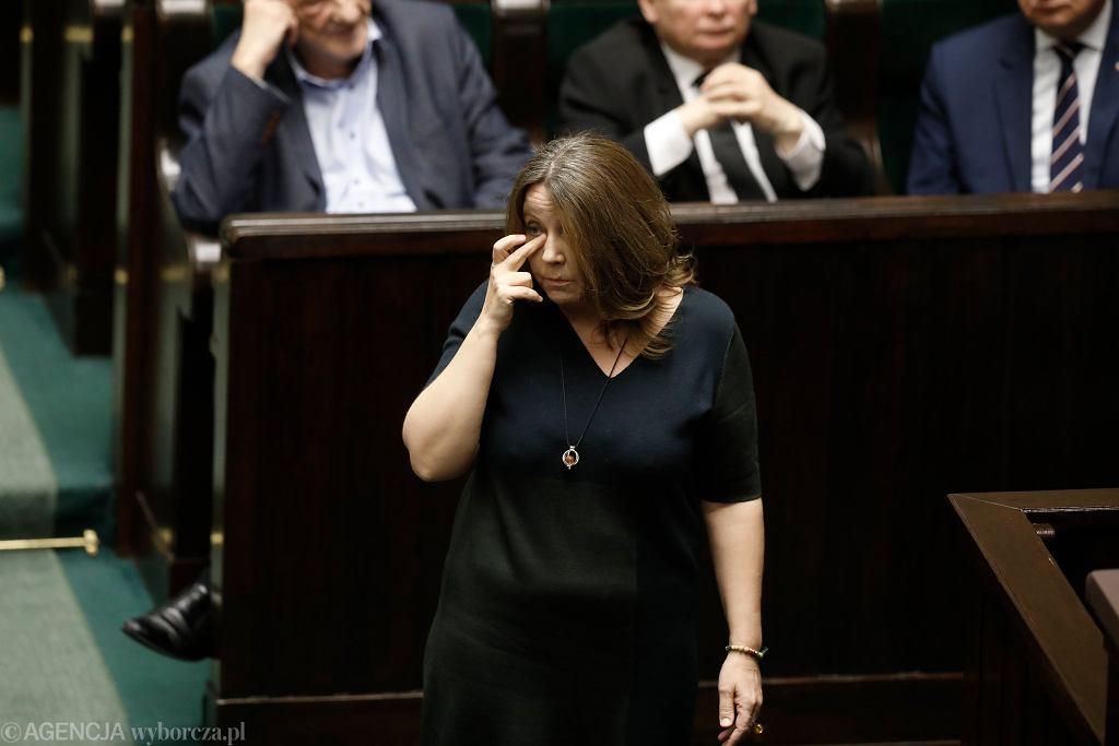 Joanna Lichocka odwołana z funkcji wiceprzewodniczącej Komisji Kultury. Za środkowy palec