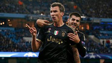 Manchester City - Juventus Turyn 1:2. Mario Mandzukić cieszy się z  Alvaro Moratą