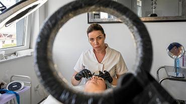 Klaudia została linergistką, jak nazywa się specjalistkę od makijażu permanentnego. Prowadzi gabinet oraz placówkę szkoleniową w podbielskich Kozach