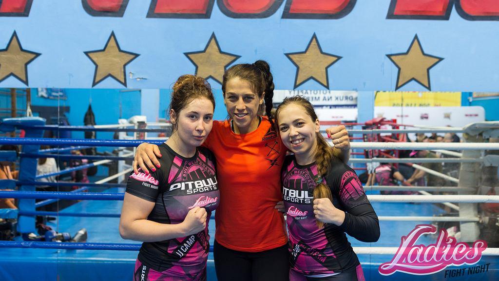 Zawodniczki Ladies Fight Night podczas dwudniowego JJCamp wzięły udział w czterech trenin-gach z Mistrzynią. Dziewczyny wymieniały doświadczenia i rozpoczęły szlifowanie formy przed koleją galą żeńskiej organizacji.