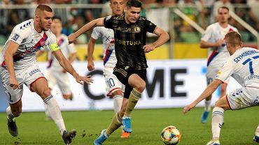 Jarosław Niezgoda w trakcie meczu Legia - Raków, w którym strzelił trzy gole