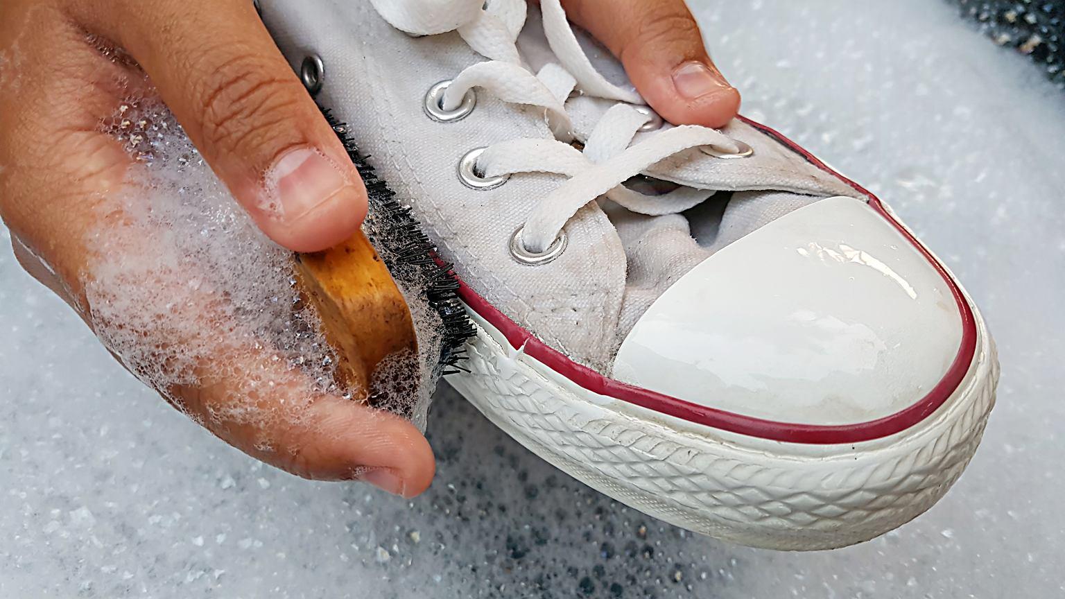 Jak Wyczyscic Biale Buty Nie Niszczac Ich Pomoga Tanie Produkty Ktore Na Pewno Masz Juz W Swoim Domu
