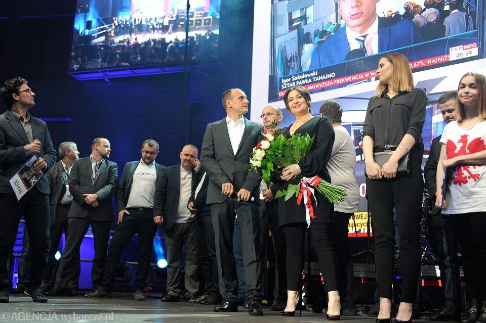 Paweł Kukiz w swoim sztabie podczas wieczoru wyborczego
