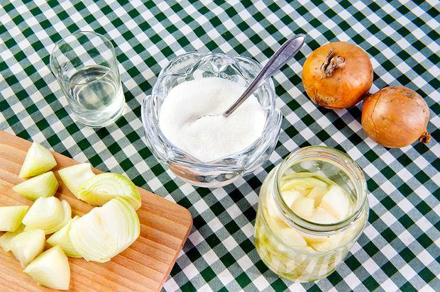 Syrop z cebuli - popularny sposób na kaszel u dzieci