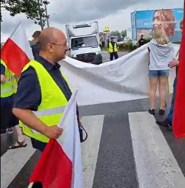 Blokada drogi na Półwysep Helski. Protest zorganizowali rybacy i rolnicy z Agrounii