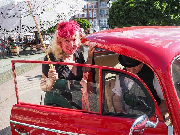 Zdjęcie numer 3 w galerii - Międzynarodowy rajd zabytkowych pojazdów na Rynku w Wałbrzychu. Było co podziwiać [ZDJĘCIA]
