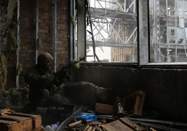 ''Donieckie Cyborgi'' na oblężonym lotnisku (fot. Sergei Loiko)