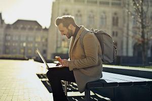 Małe, lekkie i dobre laptopy, które sprawdzą się w podróży [przegląd]