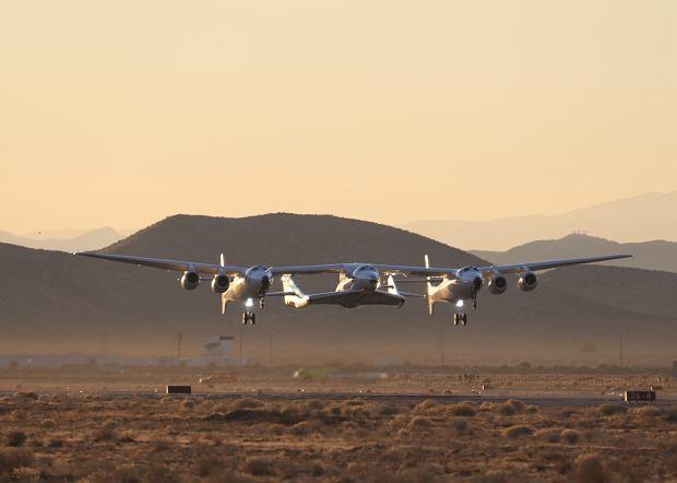 Start VSS Unity podczepionego pod samolot White Knight Two