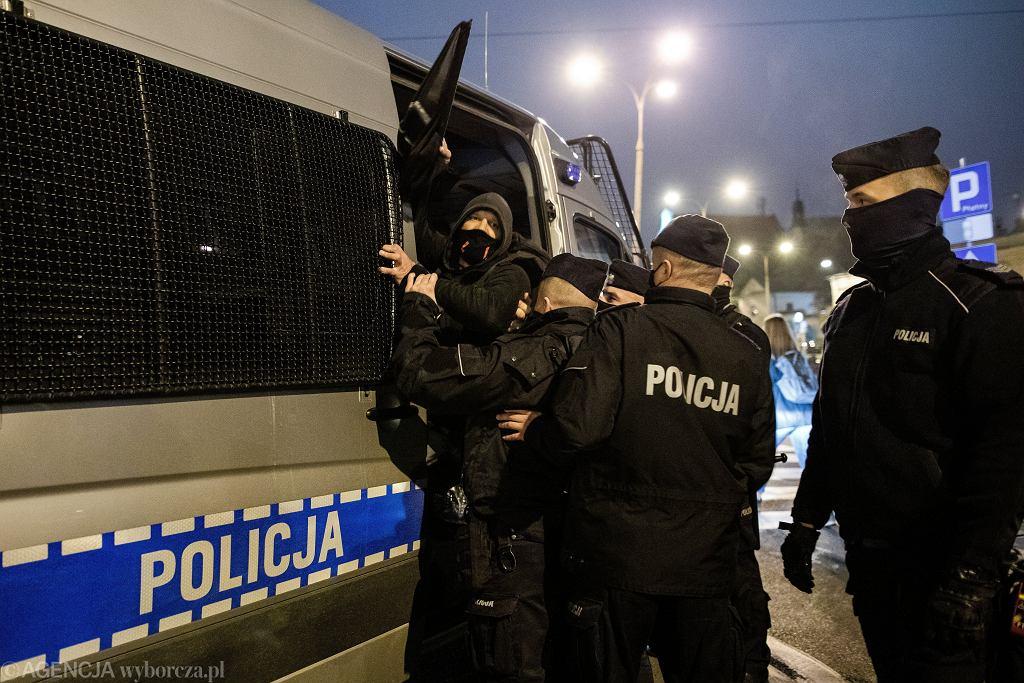 Działania policji podczas Strajku Kobiet