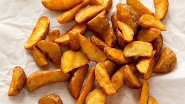 Pieczone ziemniaki są prostą potrawą, ale nie zawsze wychodzą idealnie.