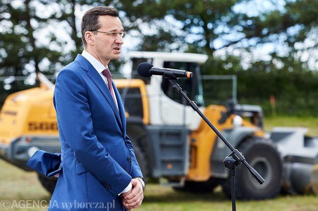 Wicepremier Mateusz Morawiecki podczas symbolicznego rozpoczecia inwestycji w ramach programu 'Mieszkanie Plus' w Gdyni