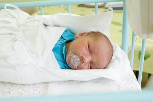 Rodzice mają utrudniony kontakt z hospitalizowanymi dziećmi. Ministerstwo Rodziny i Rada Rodziny apelują do szpitali