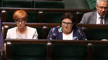 Minister Elżbieta Rafalska i Elżbieta Bojanowska w sejmie, 8 maja 2018.