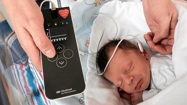 Wielka Orkiestra Świątecznej Pomocy - dzięki WOŚP polskie szpitale przebadały już słuch prawie 6 milionów noworodków. Na zdjęciu Nataniel urodzony w szpitalu przy ul. Polnej w Poznaniu