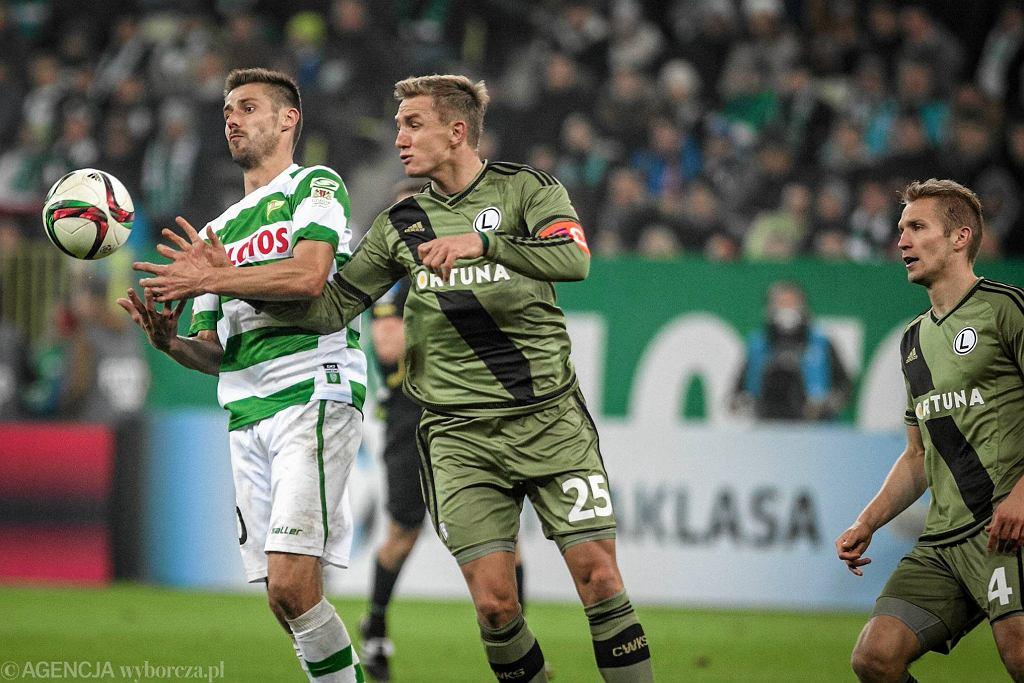 Lechia - Legia 1:3. Z lewej Grzegorz Kuświk