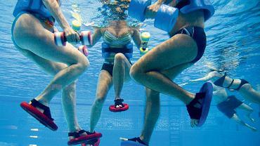 Jak obniżyć ciśnienie? Pływanie i aerobik w wodzie to aktywności, które pomagają walczyć z wysokim ciśnieniem