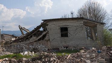 Silne trzęsienia ziemi w Indonezji, w okolicy miasta Raba