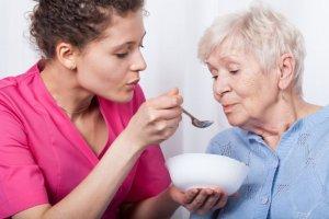 Jedzenie jest ważne! Jak prawidłowo żywić osoby starsze?
